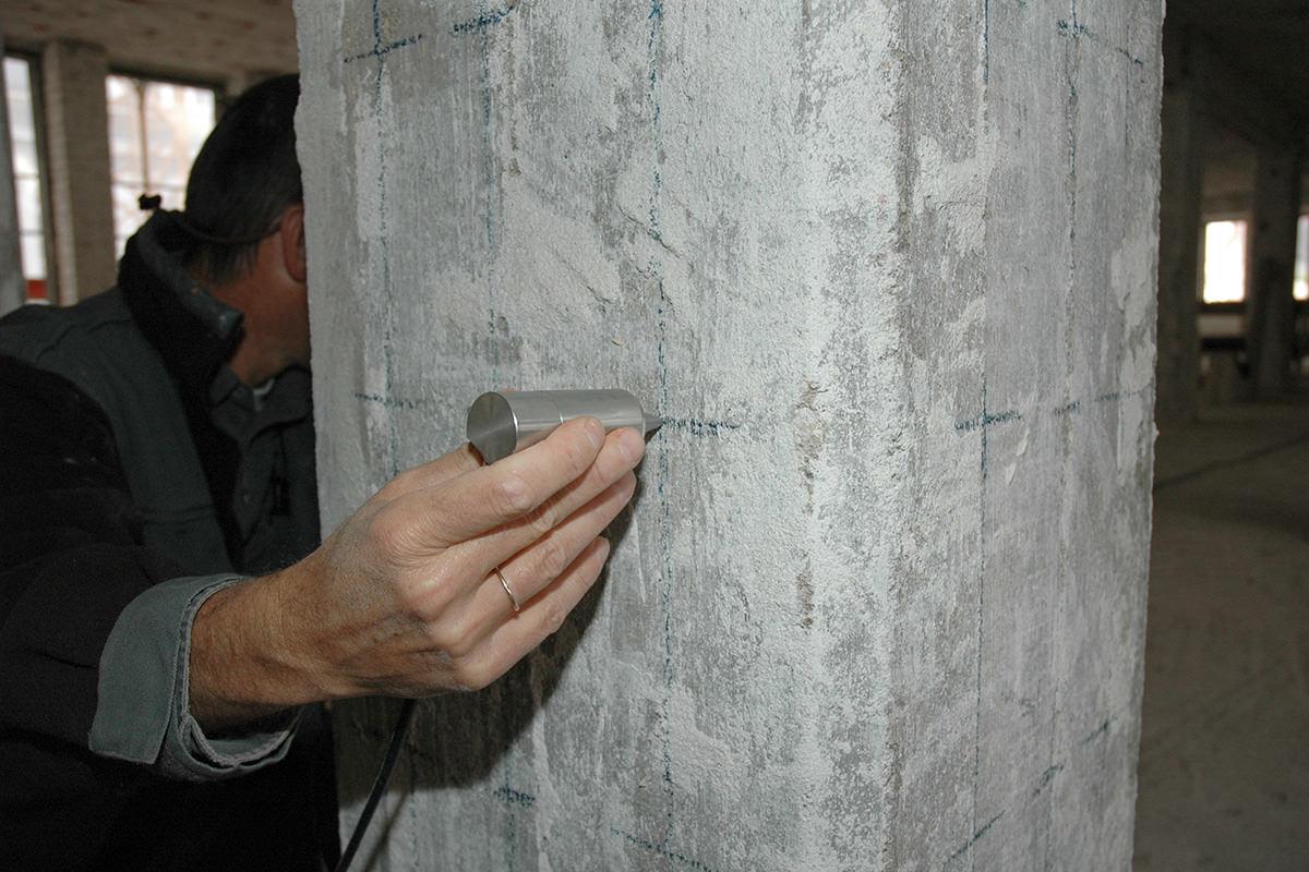 Durchschallungsuntersuchung an Betonstütze