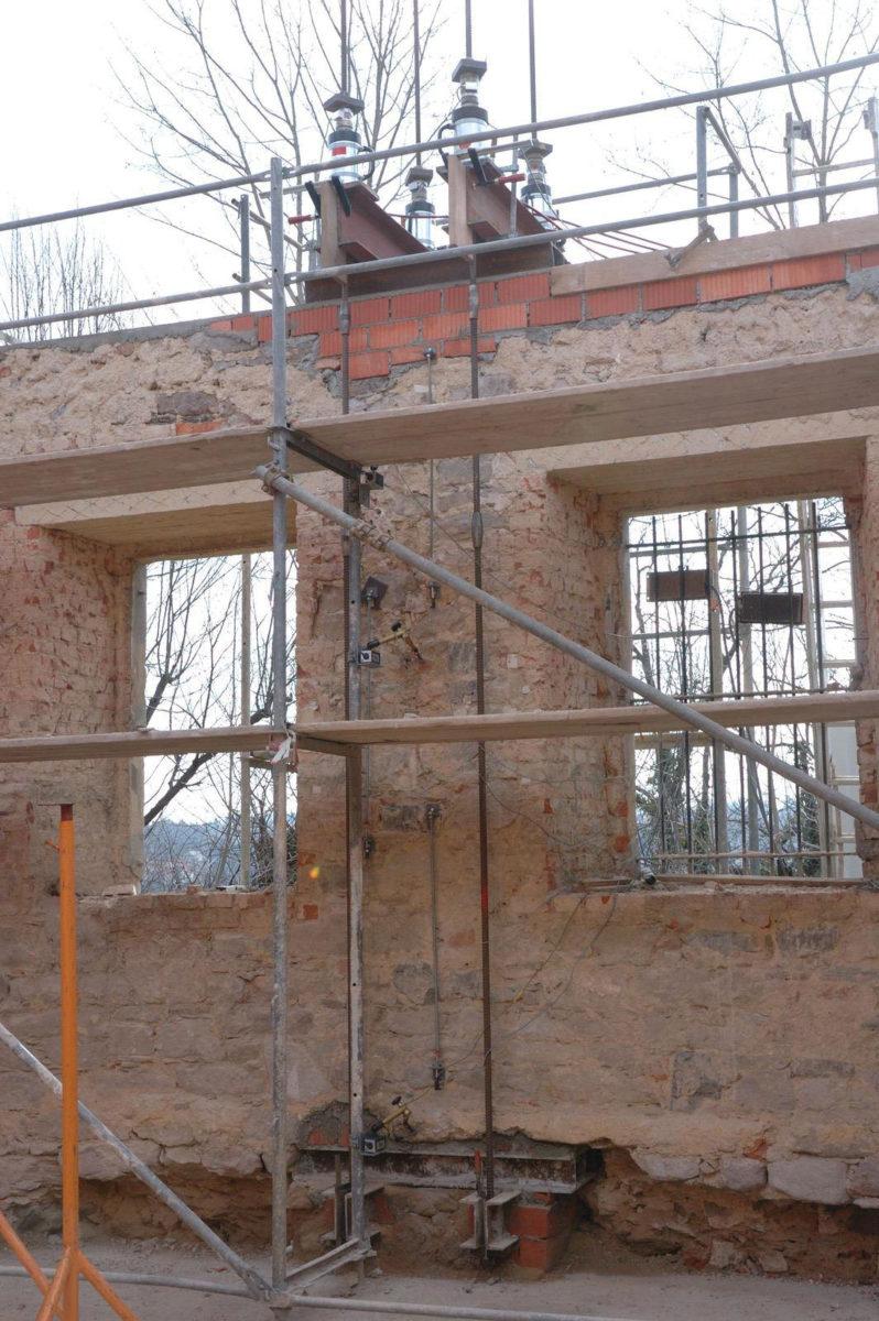 Belastungsversuch Natursteinmauerwerk