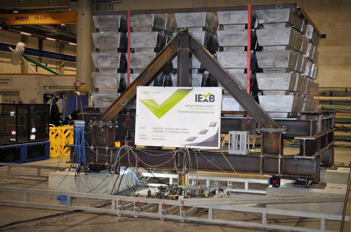 Experimentelle Traglastermittlung an einer Bodenplatte mit 160 Tonnen Ballast