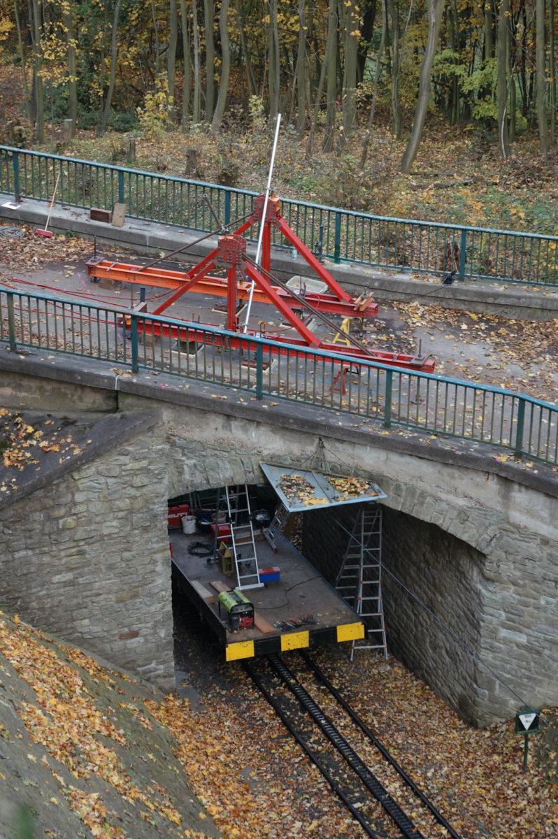 Belastungsversuch an einer Natursteinbogenbrücke, Belastungsrahmen
