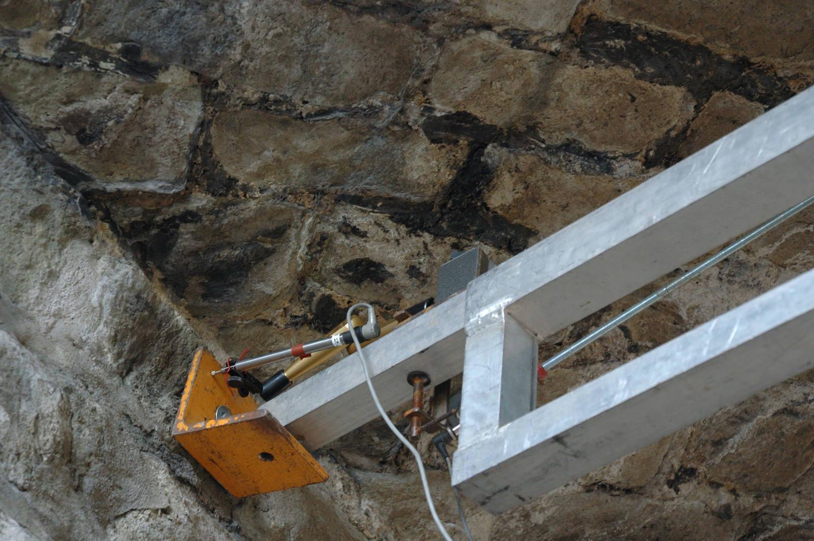 Messtechnik zur Messung der Horizontalverschiebung beim Belastungsversuch