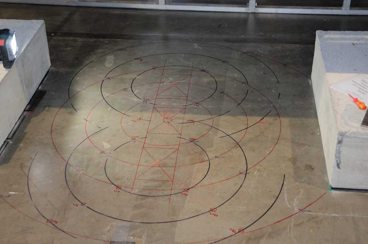 Probebelastung an einer Stahlbeton Bodenplatte Lasteinleitung Messstellenpositionierung